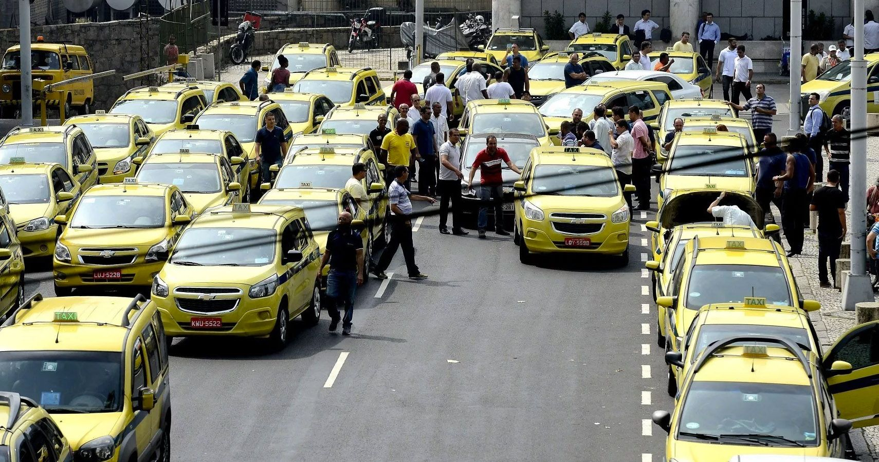 10 Secrets Airport Taxi Drivers Don't Want You To Know
