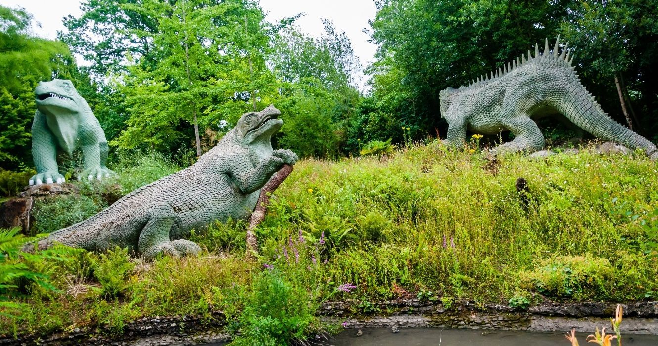 This Victorian Park Is Home To The First Dinosaur Sculptures, And There's A Reason They're Comically Inaccurate